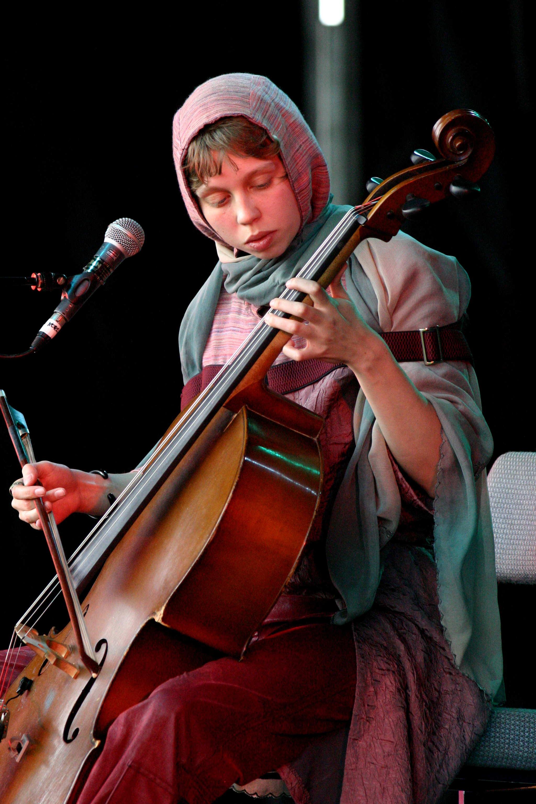 maja-kleszcz-the-warsaw-village-band-wychwood-2005